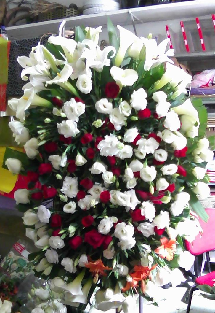 Coroa Fúnebre com Flores Nobres